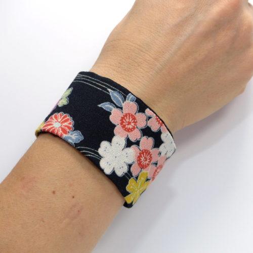bracelet tissu japonais noir fleurs pastel