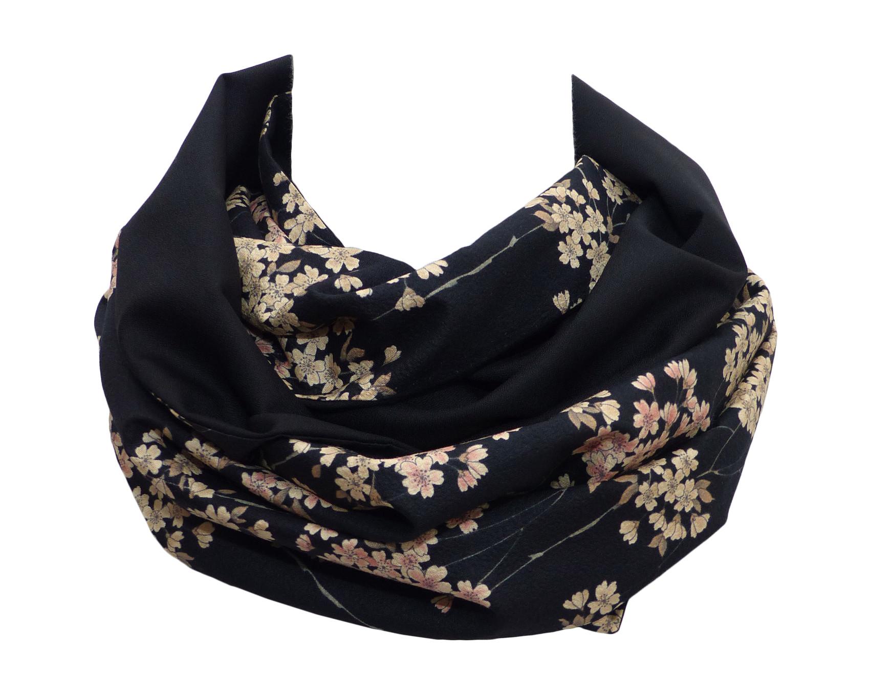 260beee4e8013 Echarpe femme en douce laine noire et crepe de coton chirimen japonais à  motif fleuri /